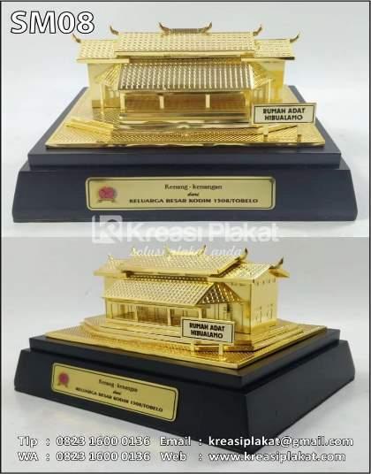 Souvenir Miniatur Rumah Adat Maluku Hibualamo Halmahera